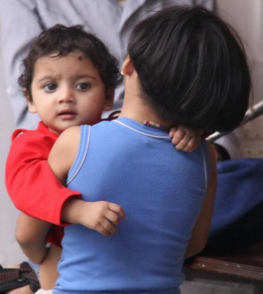 http://www.yogi.lt/wp-content/uploads/2012/12/vaikai-indija.jpg